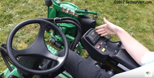 JOHN-DEERE-TechControl-Tondeuse-Golf-9009A-Matthieu DEFONTAINE